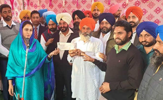 Ahead of Lok Sabha polls, Harsimrat visits villages