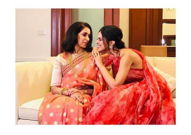 All smiles: Deepika Padukone with her mom, Ujjala : The ...