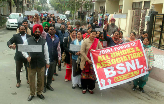 BSNL employees stay off work for third consecutive day