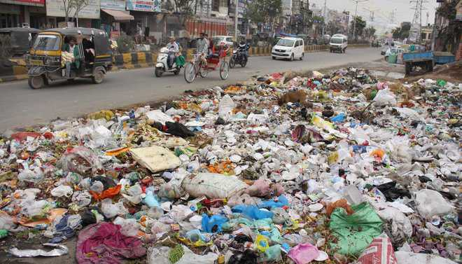 Garbage piles up on roads, courtesy strike by workers