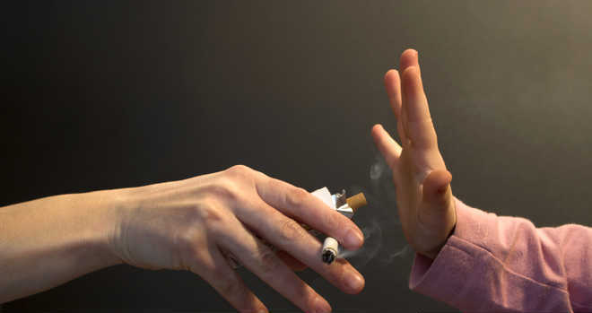 Quit smoking to offset arthritis risk: Study