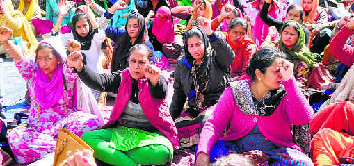 Mohindra, Preneet face strong protest from nurses