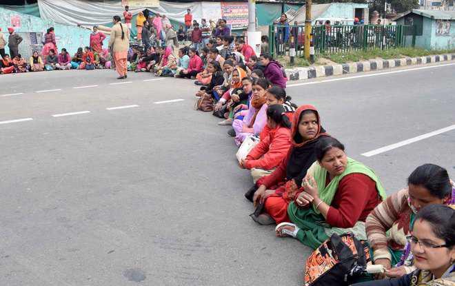 Govt agrees to regular services, hospital employees end stir