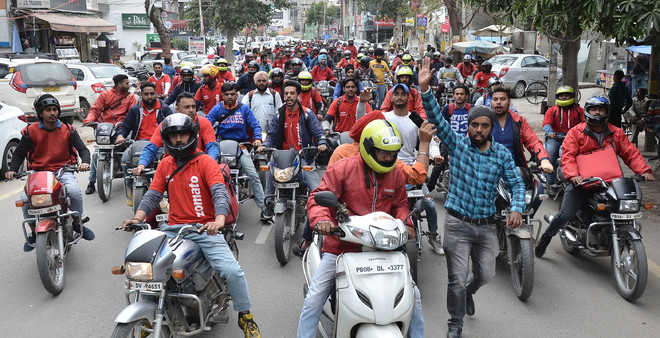 Delivery boys up in arms against Zomato