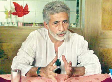 600 artistes including Naseer urge people to vote against BJP