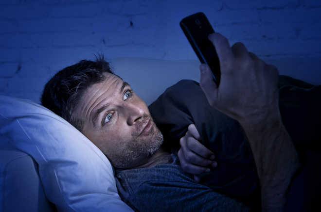 Screen time before bedtime may not harm teenagers