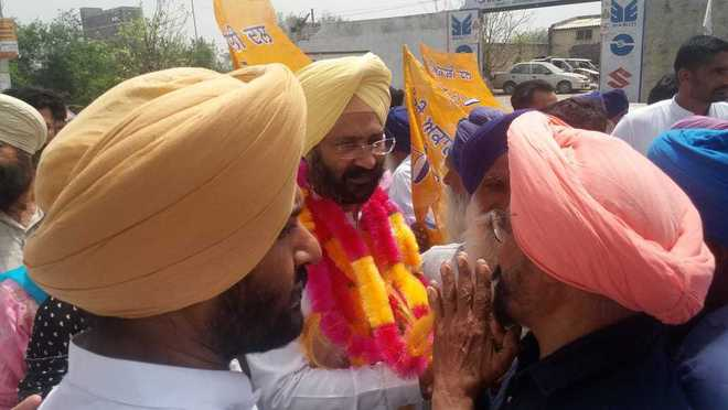 With SAD-BJP leaders in tow, Dhindsa starts campaign in Sangrur