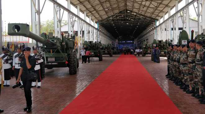 Army inducts indigenous Dhanush artillery guns