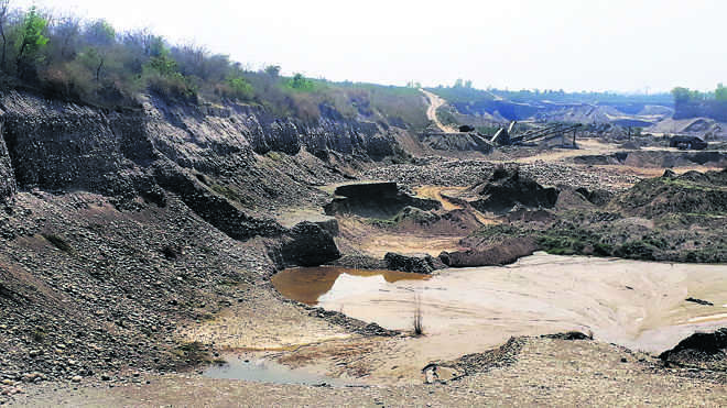 Breach threat as mining mafia damages Yamuna embankment