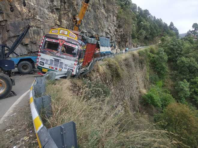 Shimla-Kalka highway blocked for over an hour