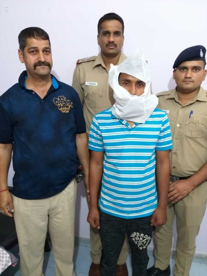 Youth held for stealing cash, PAN card from woman's purse