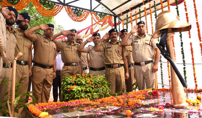 Homage paid to firemen in city