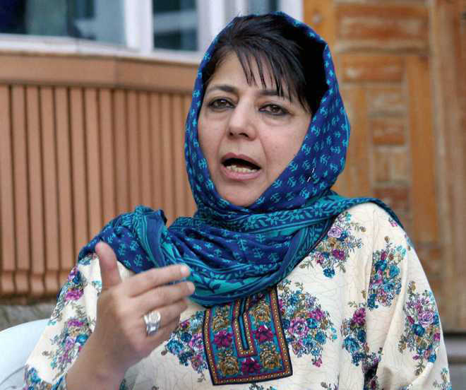 Stones hurled at Mehbooba's motorcade in Anantnag district