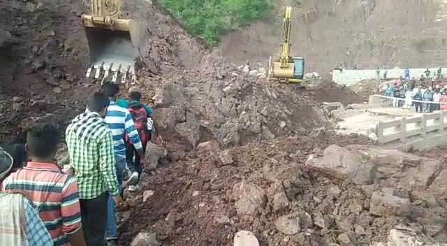 Jammu-Srinagar highway closed at Ramban due to landslide