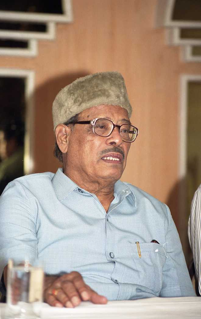 Will not use photo, name of Manna Dey on CD cover of album: Saregama to SC