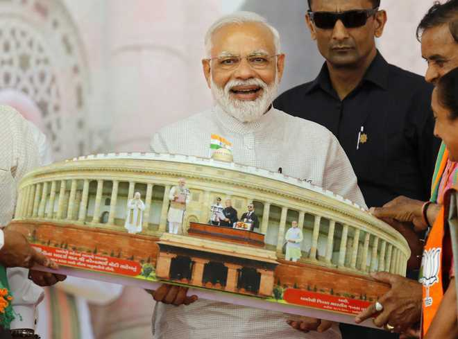 I'm your man in Delhi, Modi tells Gujaratis