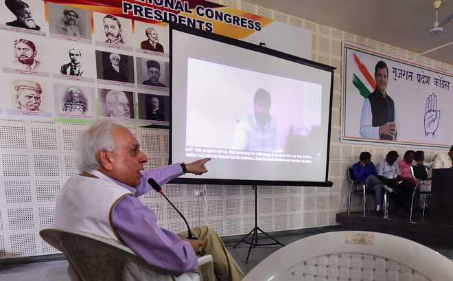 Rs 1L award for identity of man seen exchanging money in post-note ban video: Kapil Sibal