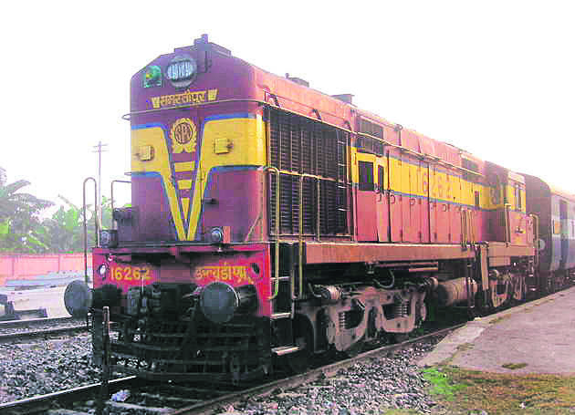 Lawyer, bailiff hold up train at Mohali