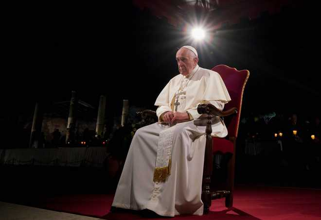 Pope cites plight of migrants, children on Good Friday