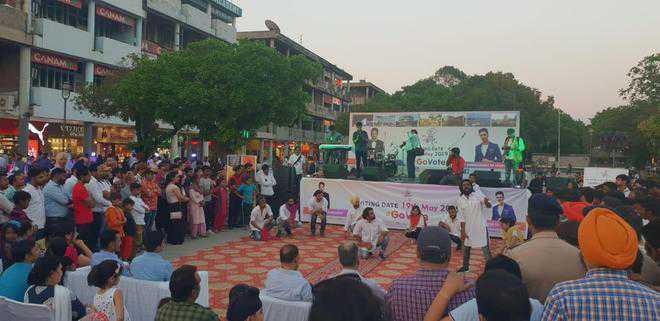 CEO flags off 'voter rath' at Plaza in Sector 17