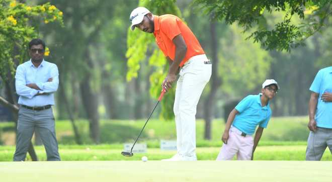 Chikka beats Muniyappa in playoff, clinches title