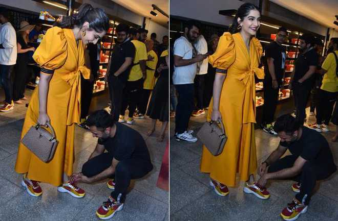 When Anand Ahuja went down on his knee to tie Sonam Kapoor's shoelaces