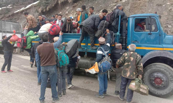 Stranded , 500 cross Rohtang via tunnel