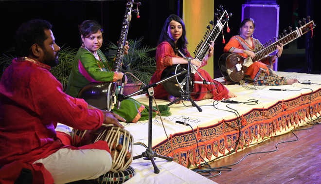 Sitar players light up Tagore Theatre