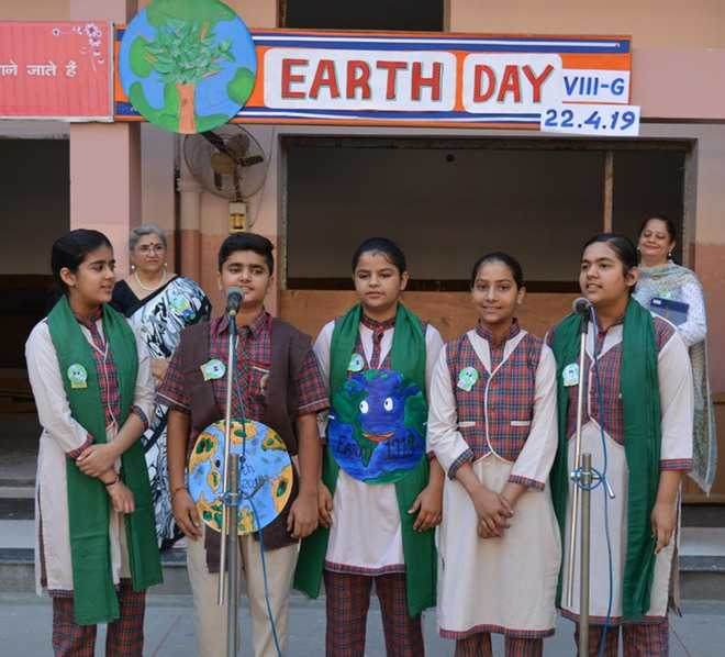 Earth Day: Students pledge to save environment