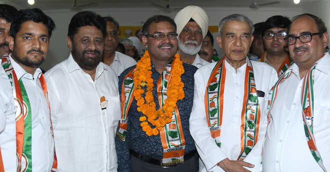 BJP's SC wing leader Kundra joins Congress