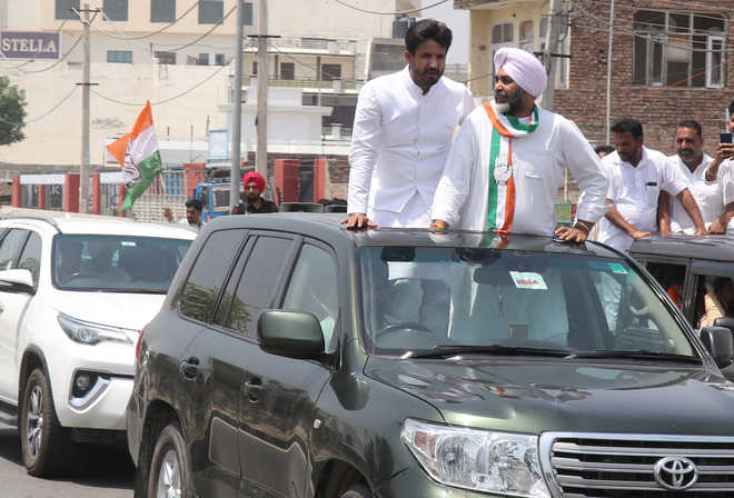 Warring takes out roadshow with Manpreet Badal