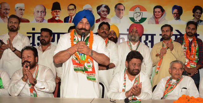 Setback for BJP as leaders join Cong