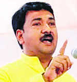 BJP's Unmesh battles with own in Jalgaon