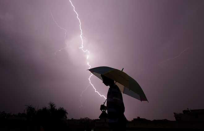 Lightning kills 8 in Uttar Pradesh
