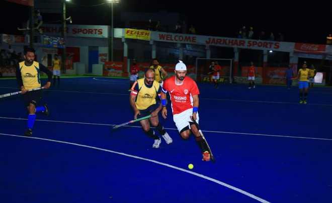 Ferzino, Azad clubs register win