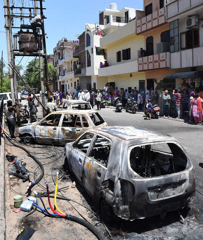 8 vehicles burnt in transformer fire