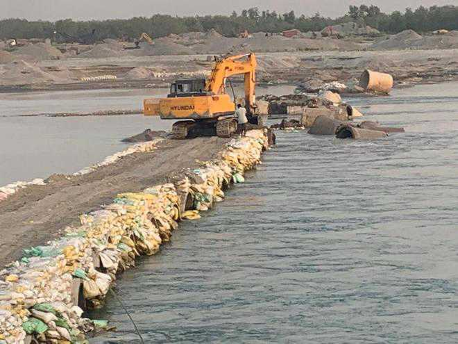4 passages across Yamuna destroyed