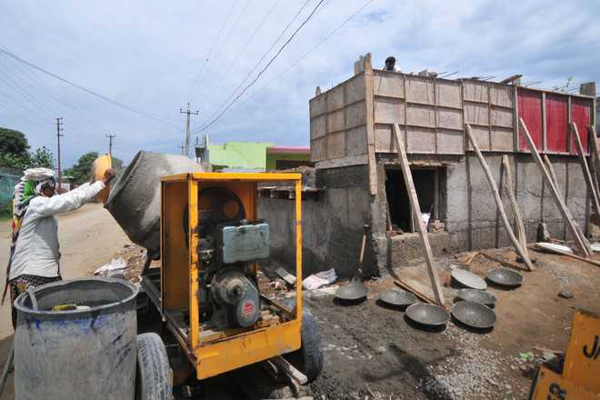 Border bunker project moves at snail's pace