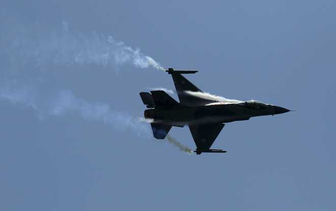 Pilot ejects to safety as F-16 fighter jet crashes into