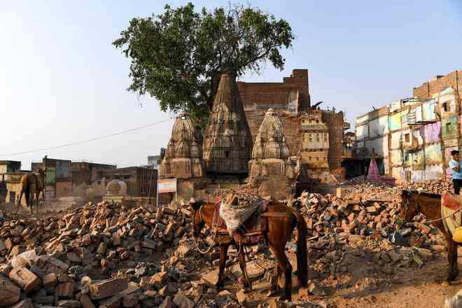 Kashi Vishwanath temple corridor project exposes mosque