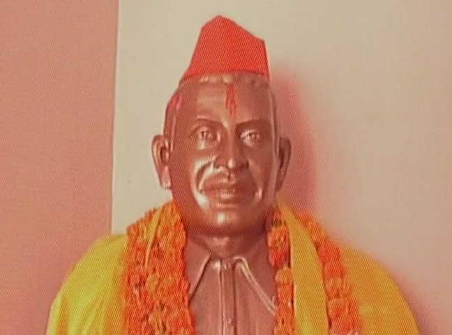 Hindu Mahasabha workers celebrate Godse's birth anniversary