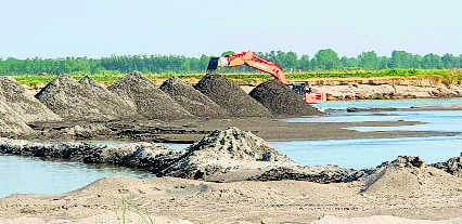 Mining company booked for illegal bundh in Yamuna