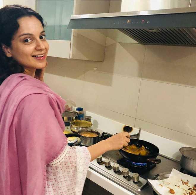 Making 'chai', 'pakodas' is Kangana Ranaut's way of celebrating Modi's win