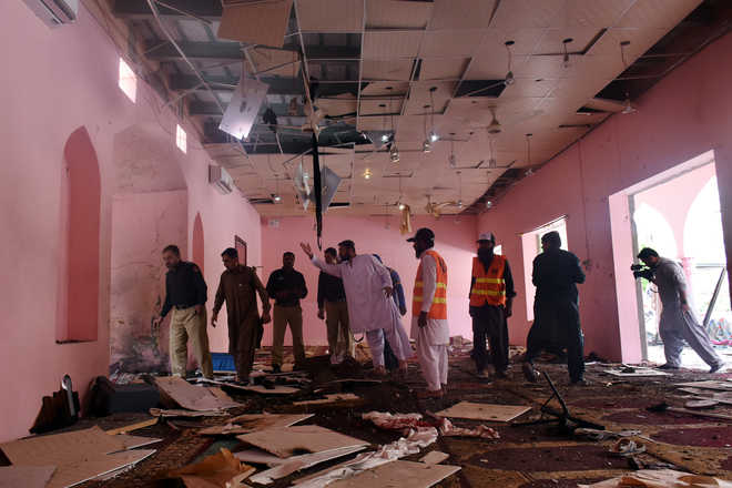 2 killed, 25 injured as blast rocks mosque in Pakistan
