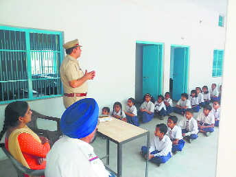 Ambala cops rope in students to check traffic violations