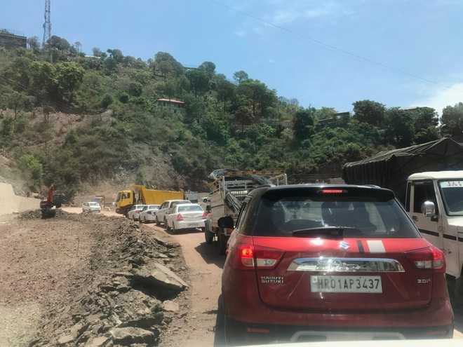 Admn mulls excavation of hill along Solan NH in one go
