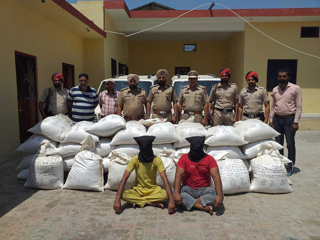 2 held with 35  quintal of poppy husk