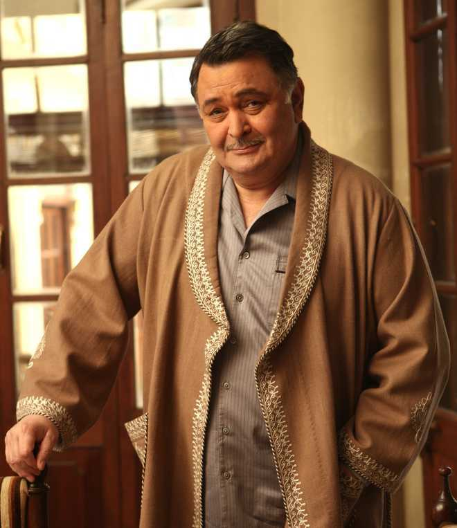 Rishi Kapoor urges govt to focus on education, employment