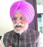 Congmen turn heat on Sidhu
