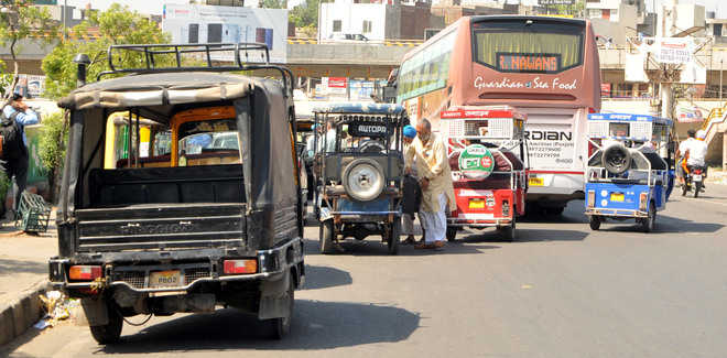 Buses on Bhandari bridge trigger traffic snarls